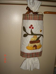 Puxa Saco Carrier Bag Storage, Diy And Crafts, Arts And Crafts, Plastic Bag Holders, Kitchen Fabric, Simple Gifts, Cloth Bags, Soft Furnishings, Paper Dolls