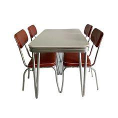 Dit kom je niet zo snel tegen! Prachtige vintage American diner set, bel air. Een set als deze vind je niet zomaar. Omdat er helaas wel wat gebruikssporen zijn bied ik deze set dan ook aan voor een super mooie prijs. En kan nu voor €300 bij jou staan! (Gebruikssporen zijn voor het zicht wellicht weg te werken) Set prijs: €300,- Afmetingen tafel: L117 x b77 x h76 cm Afmetingen stoelen: h87 x b42 cm