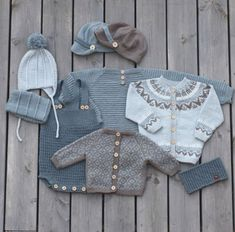 Knit for boys. We are working on a new booklet. Guttestrikk-heftet jobbes iherdig med disse dager :) Vi kommer med dato for… Diy Crafts Knitting, Knitting For Kids, Baby Knitting Patterns, Brei Baby, Baby Pullover, Knitted Baby Clothes, Baby Vest, Baby Girl Blankets, Baby Sweaters