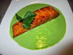 FORNELLI IN FIAMME: SLICE OF SALMON ON CREAM OF PEAS - Trancio di salmone su crema di piselli