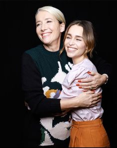 Emilia and the Last Christmas cast at the SiriusXM Town Hall Special in NYC, October English Actresses, Actors & Actresses, Last Christmas Movie, Emelia Clarke, Dakota Johnson Hair, Emilia Clarke Daenerys Targaryen, Hbo Game Of Thrones, Mother Of Dragons, Beautiful People