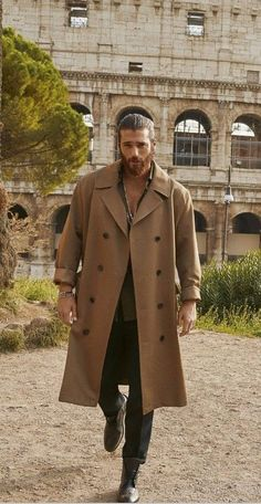 Turkish Men, Turkish Actors, Minimalist Street Style, Casual Summer Outfits For Women, How To Look Handsome, Handsome Man, Beautiful Men Faces, Poses For Men, Colorful Fashion