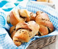 Olajbogyós kiflik Hot Dog Buns, Hot Dogs, Bread, Food, Steel, Brot, Essen, Baking, Meals