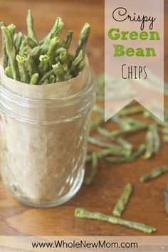 Cant Stop Eating Em Crispy Green Bean Chips Need a healthy alternative to chips? These Crispy Green Bean Chips are easy to make and a great way to get veggies into your and your familys diet. Theyre gluten-free and dairy-free too. Source by heatherloberg Low Carb Recipes, Real Food Recipes, Snack Recipes, Healthy Recipes, Jar Recipes, Freezer Recipes, Freezer Cooking, Dehydrated Food Recipes, Drink Recipes