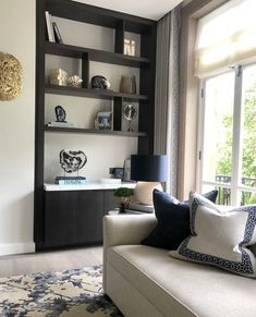 """Sophie Paterson on Instagram: """"Blue, white and gold in this living room at our Hyde Park project #sophiepatersoninteriors #luxuryinteriors #luxuryhomes"""" Modern Home Interior Design, Luxury Home Decor, Luxury Interior, English Living Rooms, Small Sitting Rooms, Classic Living Room, H & M Home, Living Room Colors, Living Room Inspiration"""