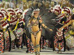Carnaval 2012 - Renata Santos, rainha de bateria da Mangueira, Sambódromo do Rio de Janeiro.