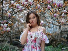 Klaudia Artistic Portrait Photography, Floral Tops, Beautiful Pictures, Cold Shoulder Dress, Ruffle Blouse, Face, Beauty, Dresses, Women