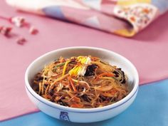 Japchae (Vermicelles chinois sautés à la viande et aux légumes) - Recette de cuisine Marmiton : une recette