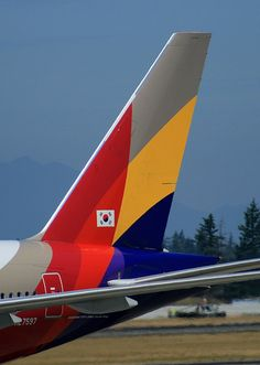 Asiana Airlines Boeing 777-28E/ER at Seattle