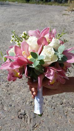 buchet mireasa cu trandafiri si cibidium (orhidee)