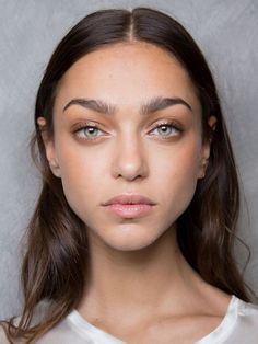 A veil of sheer metallic hues that gives these unique shadows a glowing, light-reflective finish not seen in traditional eye shadows. They have a subtle, glossy quality, giving them a fashion forward