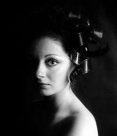 autorretrato Cristina García Rodero History Of Photography, Portrait Photography, Documentary Photographers, Chiaroscuro, Magnum Photos, Photo Book, Light In The Dark, Documentaries, Poses