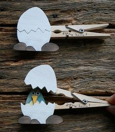 .Easter egg clothes pins with chick