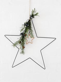 Making an entrance Nordic Star Christmas decoration Nordic Christmas Decorations, Christmas Trends, Natural Christmas, Christmas Makes, Noel Christmas, Christmas Candles, Modern Christmas, Scandinavian Christmas, Christmas Inspiration