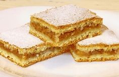 Jednoduchý jablečný koláč s vůní skořice, který má nadpozemskou chuť