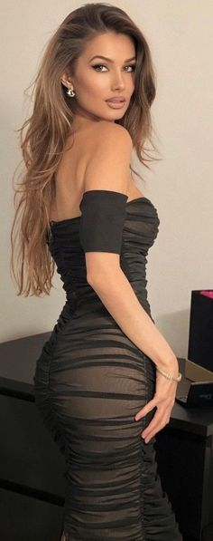 Curvy Outfits, Sexy Outfits, Cool Outfits, Best Shave, Stunning Brunette, Brunette Woman, Sexy Legs And Heels, Platinum Blonde Hair, Looking For Women