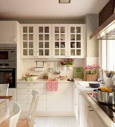 cocinas blancas con color
