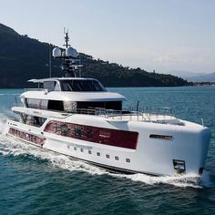 Yacht Design, Boat Design, Speed Boats, Power Boats, Luxury Houseboats, Expedition Yachts, Houseboat Living, Luxury Bus, Yacht Party
