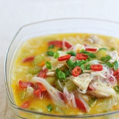 Nie są to prawdziwe flaki, bardziej zupa na drobiowych żołądkach. Lekka, aromatyczna, po prostu pyszna. Mogę ją jeść trzy razy w ciągu jednego dnia. Moje pierwsze skojarzenie było jednak z tradycy…
