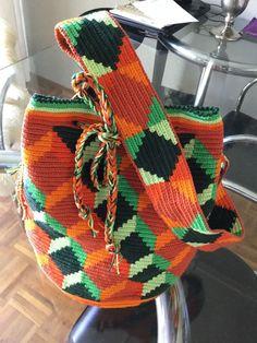 Tapestry Bag, Tapestry Crochet, Knit Crochet, Mochila Crochet, Diy Rustic Decor, Tapestry Design, Bead Loom Patterns, Knitted Bags, Loom Beading