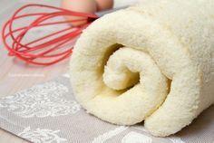 La Pasta Biscotto è una preparazione base utilizzata in pasticceria per preparare rotoli farciti. La mia si prepara senza lievito e non si spacca, perfetta!