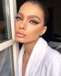Find more information on eye makeup trends Glam Makeup, Eye Makeup Red Dress, Cat Eye Makeup, Bridal Makeup, Wedding Makeup, Hair Makeup, Eyeshadow Makeup, Dramatic Makeup, Eyeshadow Palette