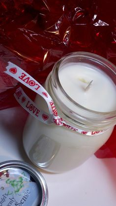 Make candles in mason jars as gifts! :O