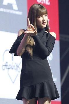 Park Chorong Apink❤180709 Kpop Girl Groups, Kpop Girls, Cube Entertainment, Bell Sleeve Top, Pretty, Pink, Beauty, Black, Tops