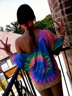 tye dye. i NEED to make one of these, asap. except I suck at tye dyeing