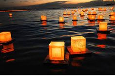Wouldn't they be great for a lakeside wedding? Look… – Floating Candles İdeas.