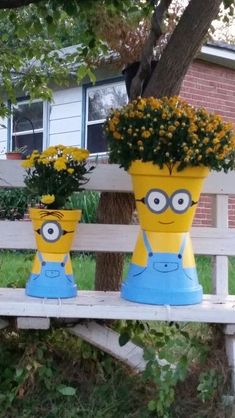 made flower pot minions today! - Modern - flowers pots diy -I made flower pot minions today! - Modern - flowers pots diy - Flower Pot Scarecrow Mrs Claus Clay Pot People Christmas Planter and Candy Bowl Flower Pot Art, Clay Flower Pots, Flower Pot Crafts, Painted Flower Pots, Painted Pots, Clay Pots, Flower Pot Design, Clay Pot Projects, Clay Pot Crafts