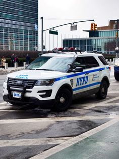 https://flic.kr/p/D4wPYv   Nypd outside the United Nations plaza