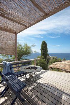 Patio with a view of the sea | More photos http://petitlien.fr/coinsdeparadis