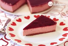 No bake cheese strawberry cake Yummy Snacks, Delicious Desserts, Dessert Recipes, Yummy Food, Healthy Vegan Desserts, Health Desserts, Hispanic Desserts, Peppermint Ice Cream, Sweet Cakes