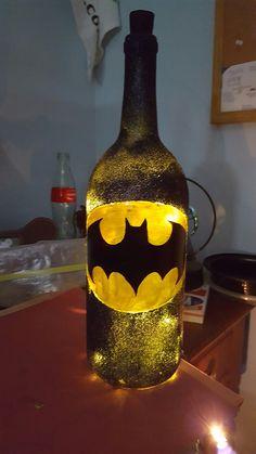 - Batman Decoration - Ideas of Batman Decoration - Batman glittered wine bottle! Glitter Wine Bottles, Wine Bottle Corks, Lighted Wine Bottles, Diy Bottle, Bottle Lights, Wine Bottle Crafts, Bottles And Jars, Bottle Art, Batman Room