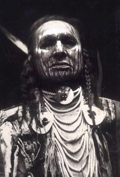 White Man Runs Him Custer's Last Stand Fighter Native American Warrior, Native American Wisdom, Native American Pictures, Indian Pictures, Native American Tribes, Native American History, Indian Pics, Sioux, Cherokee