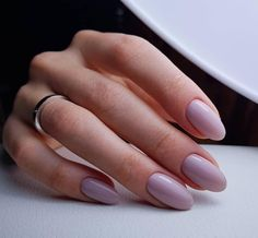 The advantage of the gel is that it allows you to enjoy your French manicure for a long time. There are four different ways to make a French manicure on gel nails. Acrylic Nail Shapes, Simple Acrylic Nails, Almond Acrylic Nails, Simple Nails, Fall Almond Nails, Fun Nails, Pretty Nails, Pretty Nail Colors, Types Of Nails Shapes