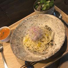 sato kitchen のパスタセットは、やはりお野菜が主役。 このパスタも本来なら主役である牡蠣よりも、ホクホクのカブやシャキシャキ大根のトッピングが要の一品でした。