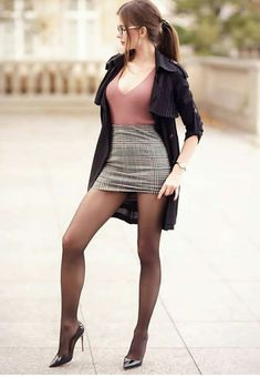Chic Outfits, Sexy Outfits, Fashion Outfits, Women With Beautiful Legs, Micro Skirt, Femmes Les Plus Sexy, Girl Fashion, Fashion Design, Style Fashion