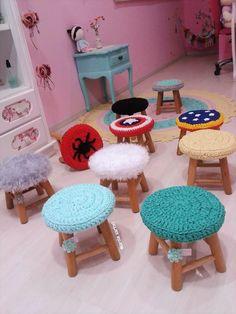Banquinho Croche Crochet Home, Crochet For Kids, Crochet Baby, Knit Crochet, Crochet Designs, Crochet Patterns, Crochet Furniture, Wood Toys, Crochet Projects