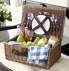 Romantic Picnic Basket for Two http://rstyle.me/n/duqadbh9c7