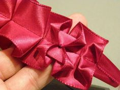 Lovely Pleated-Ribbon Trim - How to Make. There is also a picture of this trim in white with a sparkly braid along the centre - truly great. Ribbon Art, Diy Ribbon, Fabric Ribbon, Fabric Flowers, Textile Manipulation, Fabric Manipulation Techniques, Sewing Hacks, Sewing Projects, Band Kunst