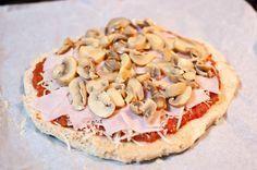 Como os decía, la dieta Dukan esta de moda, ya os conté como elaborar unos ricos churros dukan a base de los salvados que se comen en esta dieta, esta vez le toca el turno a la pizza, si, habéis leido bien, aunque estéis haciendo la dieta Dukan podéis comer pizza, una pizza elaborada a base de salvado de trigo y de avena, Churros, Dukan Diet, Some Recipe, Hawaiian Pizza, Atkins, Pasta Recipes, Vegetable Pizza, Recipies, Cooking