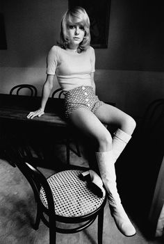France Gall by Jean-Loup Sieff Hot Pants, Costume Année 60, 1960s Fashion, Vintage Fashion, Jean Loup Sieff, Gainsbourg Birkin, Isabelle, Portraits, French Photographers
