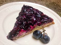 Though Concord grapes are lovely with spices, I wanted to showcase their perfectly purple flavor with a fairly plain base, and I love the flavor and color combination of grape and lemon. Keto Friendly Desserts, Low Carb Desserts, Dessert Recipes, Fruit Recipes, Cookie Recipes, Lemon Upside Down Cake, Grape Jam, Grape Juice, Raspberries