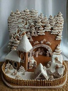 Beautiful Christmas Gingerbread House Ideas - Blush & Pine Creative There is a special skill that goes into making an amazing gingerbread house. Here I'm showing my favorite Christmas gingerbread house structures for 2018 Gingerbread House Template, Gingerbread House Designs, Gingerbread Village, Christmas Gingerbread House, Noel Christmas, Christmas Goodies, Christmas Treats, Christmas Baking, Christmas Decorations