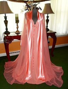 must see !! absolutely gorgeous vintage peignoir set