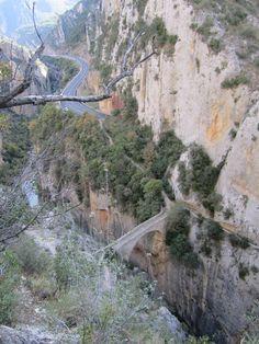 RETO VERTICAL: Vía Asterix 150m 6a (Olvena) Amazing Places, Beautiful Places, Grand Canyon, The Good Place, Nature, Travel, Bouldering, Naturaleza, Viajes