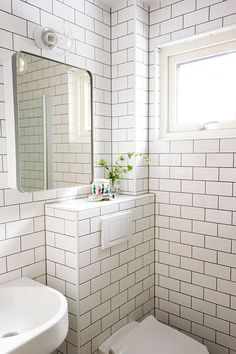 Bilderesultat for ido toalett Small Space Bathroom, Hall Bathroom, Bathroom Toilets, Bathroom Renos, Bathroom Cabinets, Small Spaces, Master Bath Tile, Bath Tiles, Loft Ensuite