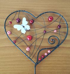 Beaded Crafts, Wire Crafts, Wire Ornaments, Wire Art, Beads And Wire, Suncatchers, Wire Jewelry, Crafts To Make, Wire Wrapping